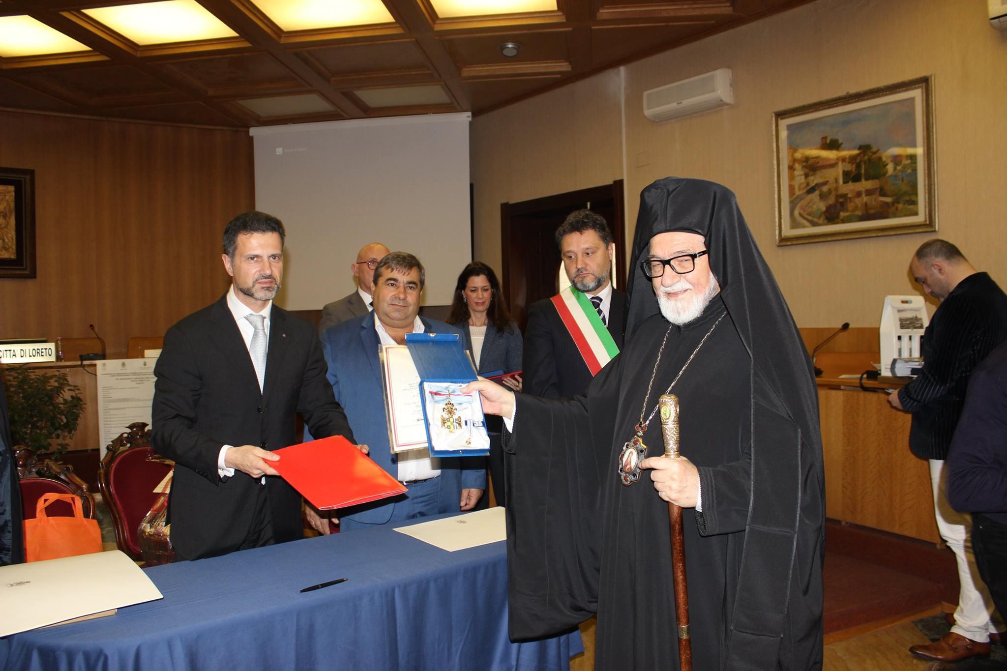 conferimento medaglia benemerenza S.E. Ghennadios